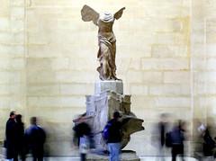 SNC13571 (lucadrago) Tags: sculpture louvre samsung nike ali museo statua parigi dea mosso scultura samotracia peoplemoving museodellouvre nv10 samsungnv10 nikedisamotracia personeinmovimento deaalata