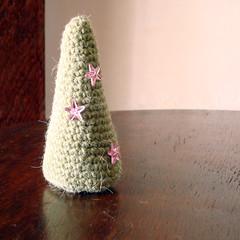 Pinheirinho (Maria Handmade) Tags: christmas xmas natal pinetree holidays handmade crochet feitomo amigurumi pinheiro croch freepattern belitcha receitagrtis umpresentedenatal