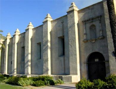 Una nueva imagen de la fachada del templo de la Misión de San Gabriel.