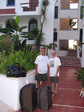 2 amigos at 6 am, Mark and Jean about to depart for home ... bye bye