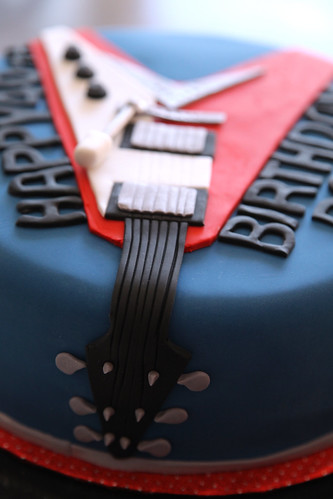 Paul's Flying V guitar cake close up