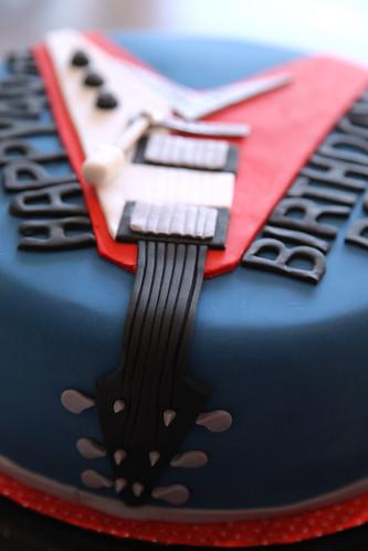Paul's Flying V guitar cake close up