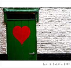 El corazn es puerta ... / Heart is door ... (Javier  Garca) Tags: door white black verde green canon puerta heart pomo corazn g9 javiergarcia