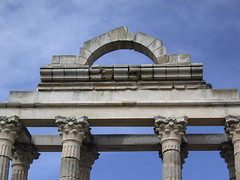En febrero.... (Gelito) Tags: españa roma badajoz ruinas restos mérida extremadura templodediana gelito tff1