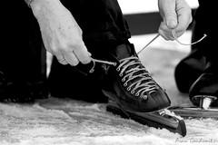 Neerlands trots... (Persmoment.nl) Tags: winter white snow black cold zwart wit ijsbaan ijs schaats schaatsbaan veter strikken klapschaats ijsclub