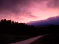 Imagina un lugar donde los sueos se hacen realidad (cazadordesueos) Tags: road trees sunset sky mountain clouds landscape atardecer arboles carretera paisaje olympus cielo nubes montaa imagina