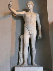 Joven con cabeza del Hermes de Policleto. (mmarftrejo) Tags: roma italia escultura estatua museosvaticanos policleto