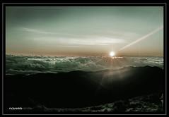 pulag sunrise (rickredds) Tags: mountain nature clouds trekking climbing mountaineering mtpulag naturepeak