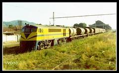 Saliendo desde Temuco 16004 rumbo a Puerto Mont (Aquellos Años Pasados) Tags: tren puente locomotora temuco ferrocarril 16000