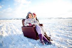 ao de nieves, ao de bienes! (cesareolarrosa) Tags: blanco azul sara retrato nieve caspe campo sillon canon5d felicidad frio madre hija viky cesareolarrosa nievevikisarachipranaretratossesion