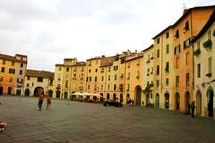 Scorcio Piazza dell'Anfiteatro a Lucca, Toscana