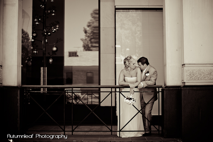Gloria and Damian - A romantic moment (by Autumnleaf Photography)