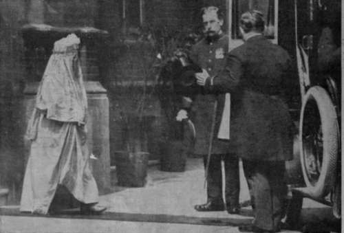 Her-Highness-the-Begum-of-Bhopal-leaving-her-London-hotel