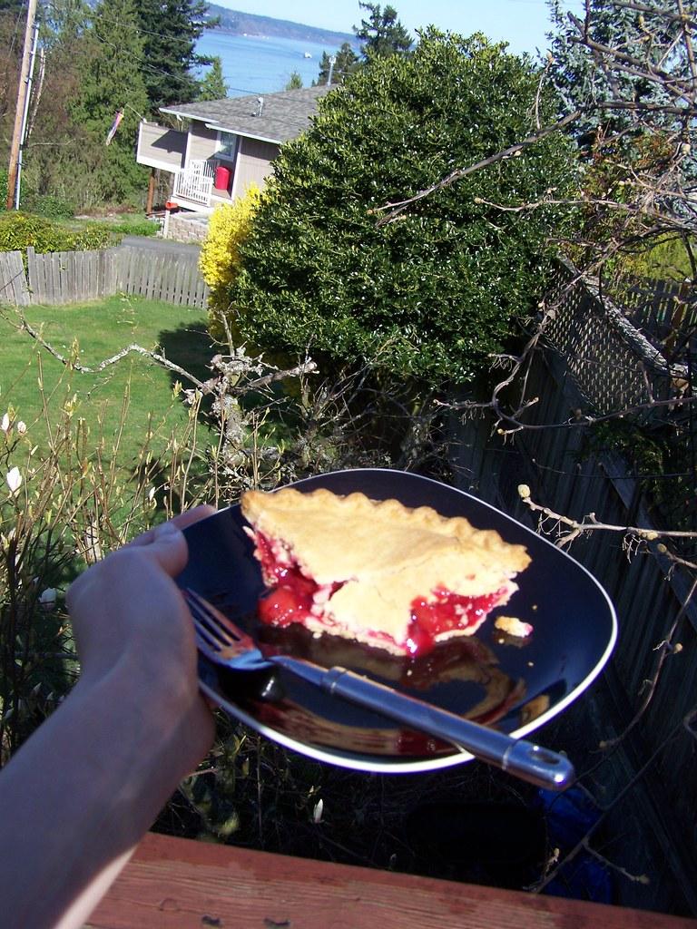m 079 Ah, morning pie!