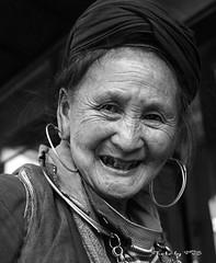 Mẹ già H'mong (bombop) Tags: people vietnam ethnic minority sapa hmong phạmtrườngsơn bombop