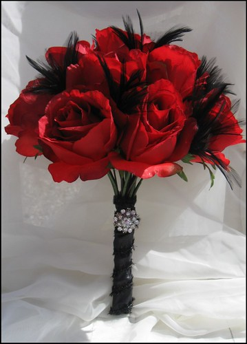 Elegant Red Rose and Black Feather Scented Bridal Bouquet