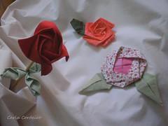 Rosas (Carla Cordeiro) Tags: 3d origami feitoàmão fuxico folded patchwork folha rosas dobradura floresdetecido foldedflowers origamiemtecido tecidotingido tingidopordivânia orinuno dimensionalfoundationpiecing
