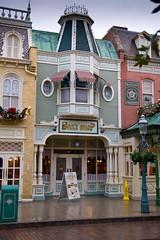 Mainstreet U.S.A., Disneylandpark, Disneyland Paris (ikwikkers) Tags: christmas paris disneyland disney disneylandparis mainstreetusa disneylandpark disneylandparijs canoneos400d flickrchallengegroup flickrchallengewinner
