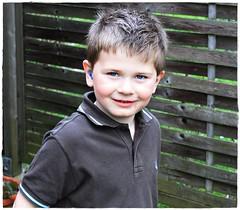 Tobias (Elisabeth Voglsam) Tags: christmas school boy girl kids garden children playingkids