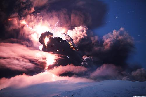 Skarpi har taget billede af vulkanudbrud på Island