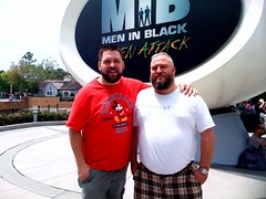 At Universal Studios Orlando with the awesome @jefferzephyr, ready to ride MIB (a @davecobb creation!) (SluggoBear) Tags: moblog orlando ride florida aliens universalstudios meninblack darkride