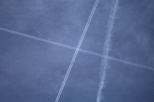 Contrails over Milan 21 04 10