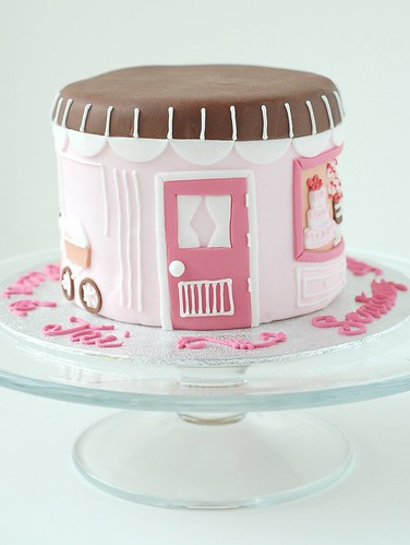 A Baby Shower - Chic Mommy cake (door)