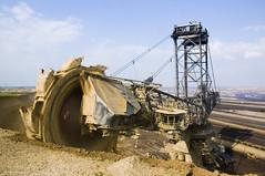 Bagger 258 busy mining (Lennert van den Boom) Tags: d50 germany nikon mine nordrheinwestfalen tagebau excavator bagger bwe garzweiler northrhinewestphalia rwe openpitmine lignite schaufelradbagger bucketwheelexcavator dagbouw