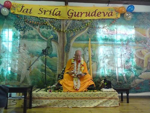Indradyumna Swami Vyasa puja in UK 2010 -0007 por ISKCON desire  tree.