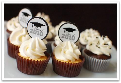 May 21, 2010 (141/365)- Graduation Cupcakes