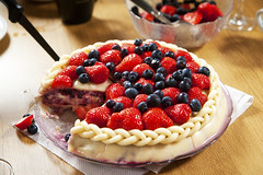Strawberry and blueberry marzipan cake (Mixmaster) Tags: norway cake norge strawberry may cream norwegen delicious blueberry mai 17 marzipan constitution montblanc norvegia 17th kake whipped hautesavoie nasjonaldag rhnealpes aiguillesrouges norvegienne summertimenorway