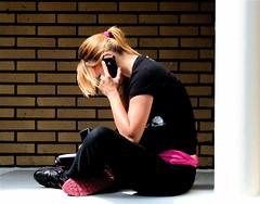 """"""" Ik mis je """". (Roel Wijnants) Tags: apple mobile denhaag telefoon mobiel straat mensen mobieltje telefoneren tijdgeest hofstad straatfotografie opstraat roel1943 roelwijnants straatfotograaf mediame hofstijl haagsehoofden ifoon mobielbellen roelwijnantsfotografie"""