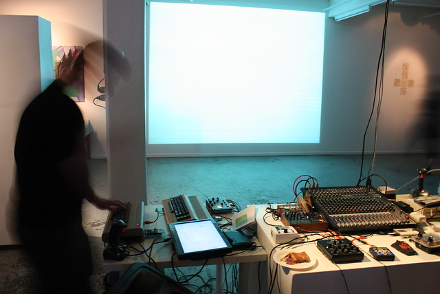 Playlist : Live performance by Chantal Goret (iMAL.org)
