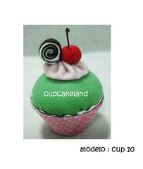 cupcake tecido mod.10 (Cupcakes de tecido Cupcakeland) Tags: cupcakes decorao presentes sache lembrancinhas alfineteiro agulheiro cupcakefeltro docesdefeltro cupcakedetecido lembranaparach lembranaparacasasamento docesemfeltro docesemtecido