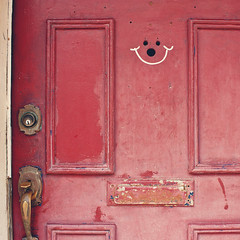Happy Monday! (greenicadesign) Tags: door old red happy montreal happyface happymonday