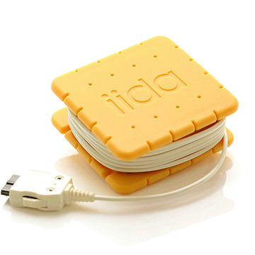 KDDI iida biscuitta charging accessory