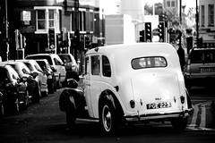 Reading- Car (Fabrizio Tavaroli) Tags: uk england car reading unitedkingdom cab berkshire macchina regnounito inghilterra britishcar britishcab