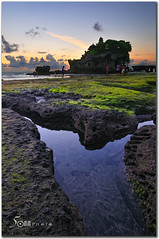 bali - Tanah Lot Temple (fiftymm99) Tags: sunset sea people bali nature clouds indonesia temple nikon rocks stones algae d300 tanahlottemple fiftymm fiftymm99 gettyimagessingaporeq2