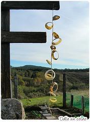 DIY comedeiro de paxaros / Birdfeeder (meninheira) Tags: green garden outdoors handmade crafts shell birdfeeder garland giftsfromnature