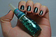 1C 10M 10A # Glitter: Brilho da Sereia - Impala. (Raíssa S. (:) Tags: esmalte unhas nails preto black glitter green verde nailpolish naillacquer impala