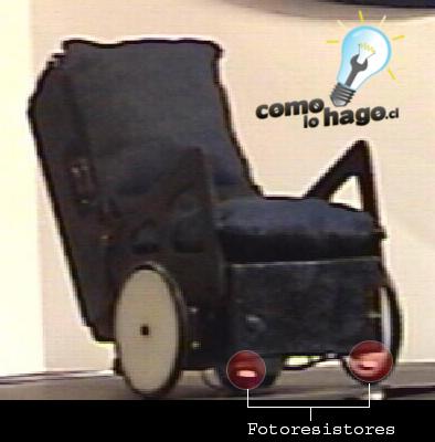 Robot Prototipo de silla de ruedas con fotorresistores presentado en el concurso.