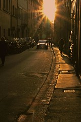 alchimie in via romana (billerbuch) Tags: backlight florence tramonto firenze manhole controluce tombino oltrarno viaromana