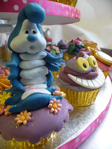 Alice in Wonderland Cupcakes by obliviousfire.