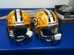 Autographed Packers Helmets (M.Olen) Tags: awesome packers greenbay helmetfootball
