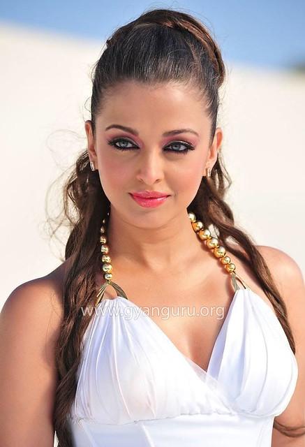Bollywood actress Aishwarya Rai in Tamil film Endhiran (Robo)