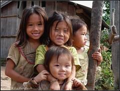 (Ria Rotscheidt) Tags: river children vakantie woods holidays kinderen laos mekong hilltribes djoser rivier bergstammen