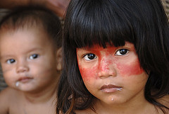 Do jeito que somos/ The way we are (Lucille Kanzawa) Tags: brazil portrait brasil children retrato indians crianas brazilians brasileiros atibaia guaranis ndios brazilianindians ndiosbrasileiros iiirevelandosopauloentreserraseguas lucillekanzawa