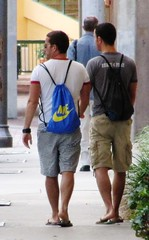 Backpack boys (Legin_2009) Tags: road street people usa white man male men person persona couple gente sandals guys personas sidewalk backpack mens flipflops jersey shorts jerseys persons teeshirt slippers hombre hommes mnner homme hombres mec knapsack  mecs  gason    braghettoni hommes homens