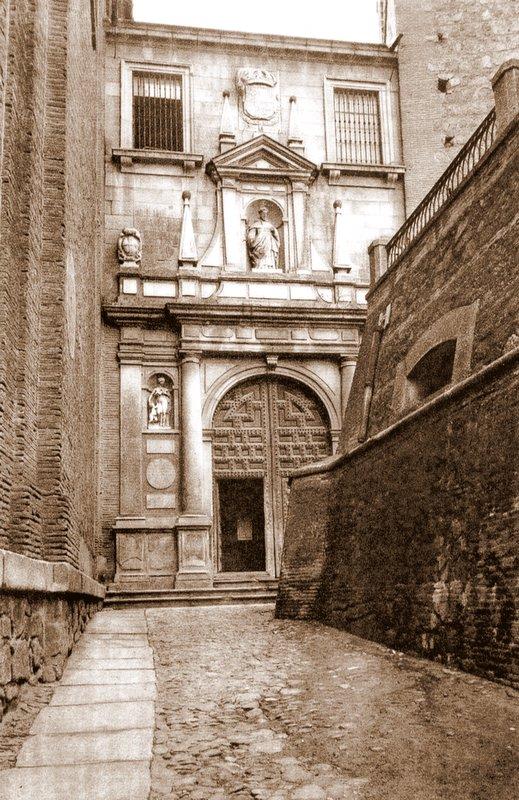 Depósitos de la Plaza de San román y portada de San Pedro Mártir a inicios del siglo XX