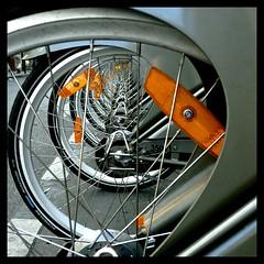 Vortex (manu/manuela) Tags: vortex paris square rental rent curve spirale quadrato carr vlos tourbillon louer vortice courbes visitparis vlib locationdebicyclettes biciclettediparigi rentabikeinparis decauxbikes